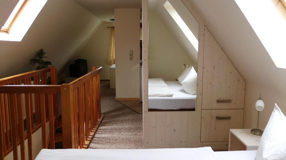 wohnideen unterm dach alles ber wohndesign und m belideen. Black Bedroom Furniture Sets. Home Design Ideas