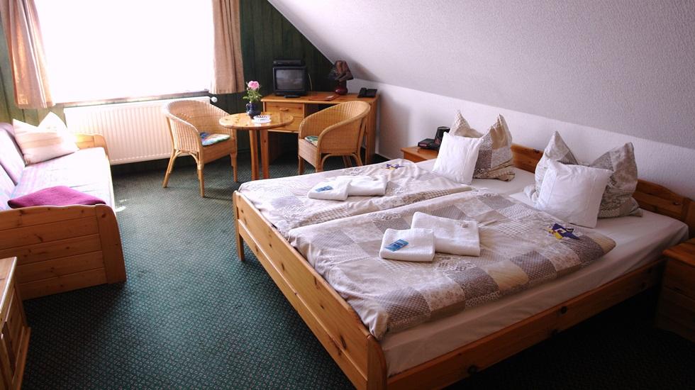 hotel baumhaus garni. Black Bedroom Furniture Sets. Home Design Ideas